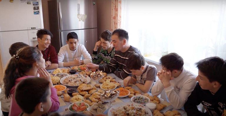 5 Казахстан без сирот семья Кабылбаевых.jpg